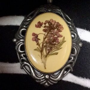 Jewelry - New Vtg. Style Pressed Flower Pendant